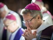 Weihbischof Alain de Raemy wurde monatelang von einer Frau belästigt, die sich offenbar in ihn verliebt hatte. Die Frau wurde zu einer dreimonatigen Freiheitsstrafe verurteilt. (Bild: Keystone/OLIVIER MAIRE)