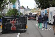 Am Weihnachtsmarkt auf dem Marktplatz schützen Betonelemente die Besucher.Bild: Urs Bucher (7. Dezember 2017)