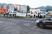 Mahnwache von «Animal Save» beim Schlachthof im Industriegebiet zwischen St.Gallen-Winkeln und Gossau in diesem Sommer. (Bild: Johannes Wey - 16. Juli 2019)