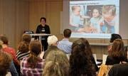 Regierungsrätin Barbara Bär begrüsst die Teilnehmer der Fach- und Vernetzungsveranstaltung. (Bild: PD)