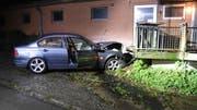 Am Auto entstand ein Sachschaden von mehreren tausend Franken. (Bild: PD)