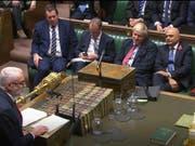 Zustimmung zu Johnsons Neuwahlgesetz: Labour-Chef Jeremy Corbyn richtet sich im Unterhaus in London an Regierungschef Boris Johnson. (Bild: KEYSTONE/AP House of Commons)