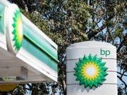 Tiefere Ölpreise haben den Gewinn des britischen Ölkonzerns geschmälert. (Bild: KEYSTONE/EPA AAP/JAMES GOURLEY)
