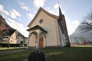 Die alte Kirche in Flüelen wird zum Ausstellungsort der verschiedenen Kunstwerke. (Bild: Urs Hanhart)