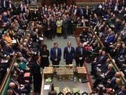 Die Stunde der Wahrheit: Das britische Unterhaus spricht sich mit grosser Mehrheit für Neuwahlen am 12. Dezember aus. (Bild: KEYSTONE/AP UK Parliament/Jessica Taylor)