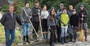 Acht Schülerinnen und Schüler putzten in den Herbstferien den Kübach. (Bild: pd)