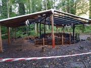 Der Waldkindergarten Alpnach ist in der Nacht auf Donnerstag, 3. Oktober nach 2017 zum zweiten Mal abgebrannt. (Bild: PD)