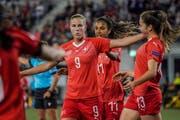 Der 54. Treffer im Nationaltrikot: Ana-Maria Crnogorcevic jubelt über ihren Treffer zum 4:0 gegen Litauen. (Bild: Andy Müller/Freshfocus)