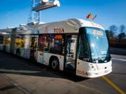 Schon bald sollen auch im Tessin Elektrobusse unterwegs sein. (Bild: KEYSTONE/VALENTIN FLAURAUD)