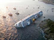 2012 verunglückte das Kreuzfahrtschiff Costa Concordia. Es ist Anlass für Patrick Salms Krimi «Das Geheimnis der Kosta Konkordia». Bild: Getty Images (Giglio, 14. Januar 2012)