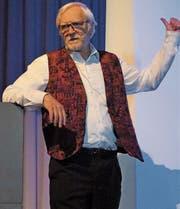Jürg Kesselring wusste an der Infoveranstaltung 60+ in Grabs Erstaunliches über Fähigkeiten des menschlichen Gehirns zu erzählen. (Bild: Hanspeter Thurnherr)