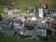 Das Bundesgericht hat zwei Baugesuche für touristisch bewirtschaftete Ferienhäuser in einem Weiler von Vals abgewiesen. (Bild: KEYSTONE/GIAN EHRENZELLER)