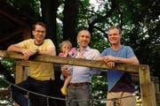Die drei neuen «Paparazzis» (von links): Pascal Vogel, Patrick Tuor mit Kind und Beat Specht. (Bild: PD)