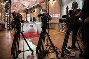 Bald sieht es im Bundeshaus wieder so aus: Am Wahlsonntag vom 20. Oktober werden sich die Kameras auf die vielen neuen und alten Politiker dieses Landes richten. (Bild: Keystone/Alessandro della Valle, Bern, 18. Oktober 2015)