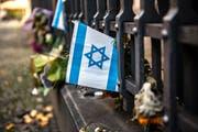 Israel soll von der Weltfinanzkrise profitiert haben. Solche und andere Verschwörungstheorien finden sich in einem Artikel des Alpenparlaments.