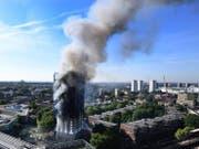 Der ausgebrannte Grenfell Tower in London. Zwei Jahre nach dem verheerenden Brand mit Dutzenden Toten wirft ein offizieller Bericht der Feuerwehr schwere Versäumnisse vor. (Bild: Keystone)