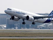 Der Flugzeugbauer Airbus streicht wegen Problemen beim Bau des Mittelstreckenjets A321neo seine Auslieferungspläne für das laufende Jahr zusammen, macht aber mehr Gewinn als erwartet. (Bild: KEYSTONE/EPA/GUILLAUME HORCAJUELO)