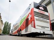 Der Fernbusanbieter Eurobus stoppt sein innerschweizerisches Angebot namens «Swiss-Express». Es geht um drei Linien in der Deutschschweiz, die von sechs Bussen betrieben werden. (Bild: KEYSTONE/LEANDRE DUGGAN)