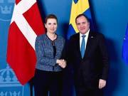 Wollen gemeinsam stärker gegen kriminelle Banden vorgehen: Dänemarks Premierministerin Mette Fredriksen und Schwedens Premier Stefan Lofven bei einem Treffen in Stockholm. (Bild: KEYSTONE/AP TT NEWS AGENCY/STINA STJERNKVIST)