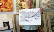 Rösli van Schagen-Heller zeigt eine Federzeichnung vom Flüeli aus dem Nachlass ihres Mannes. (Bild: Romano Cuonz, Sachseln, 26. Oktober 2019)