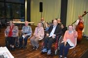 Das sind einige der Ältesten beim 51. Kaffeechränzli der Dätwyler Stiftung, von links: Irmgard Gisler Meier (95), Albert Furger (95), Martha Fedier-Imhof (95), Max Dätwyler (90), Maria Indergand (97). (Bilder: Christian Tschümperlin, Altdorf, 30. Oktober 2019)
