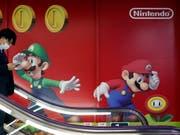 Der Spielehersteller Nintendo kann sich dank dem Erfolg der Konsole Switch-Lite über sprudelnde Gewinne freuen. (Bild: KEYSTONE/EPA/FRANCK ROBICHON)
