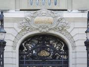 Die Schweizerische Nationalbank hat in den ersten neun Monaten vor allem von hohen Gewinnen auf ihren Fremdwährungspositionen profitiert. (Bild: KEYSTONE/PETER KLAUNZER)