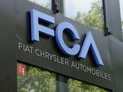 Der italienisch-amerikanische FiatChrysler-Konzern will nun mit dem Peugeot-Hersteller fusionieren, nachdem ein Zusammenschluss mit Renault gescheitert war. (Bild: KEYSTONE/EPA/MAURITZ ANTIN)