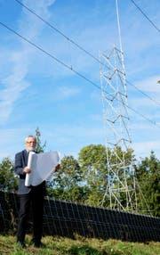 Nach einer Beschwerde von Gemeinderat Jost Rüegg, mussten die tatsächlichen Ausmasse des 30 Meter hohen 5G-Antennenmastes vorschriftsgemäss kenntlich gemacht werden. (Bild: PD/Verein Strahlungsfreies Kreuzlingen)