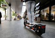 Gegenwärtig sind 250 E-Scooter im Kanton Zug zugelassen. (Bild: Stefan Kaiser, Zug, 15. Juli 2019)