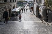 Die Rathaustreppe. Der Rathausplatz ist einer von Hein Wirz' Lieblingsorten in Luzern, da er die italienische Renaissance verkörpere. (Bild: Nadia Schärli, Luzern, 25. September 2019)