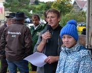 Präsident Richard Tobler (Mikrofon) mit Tochter Melanie und Experten. (Bild: Peter Jenni)