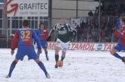 Delgado, Zanni und Co. konnten nur zuschauen: Eric Hassli schoss den FCSG im schneebedeckten Espenmoos zum Sieg. (Bild: Hanspeter Schiess, 20. Februar 2005)