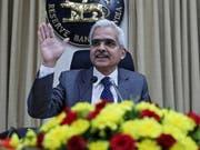 Der Leiter der Reserve Bank of India (RBI), Shaktikanta Das, gibt eine weitere Senkung der Leitzinsen bekannt. (Bild: KEYSTONE/EPA/DIVYAKANT SOLANKI)