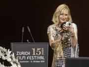 Die australische Schauspielerin Cate Blanchett freut sich über die «verrückte» Idee des Zurich Film Festivals, ihr den «Golden Icon Award» zu verleihen. (Keystone/Ennio Laenza) (Bild: Keystone/ENNIO LEANZA)