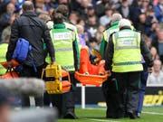 Hugo Lloris kann bei der 0:3-Niederlage von Tottenham das Spielfeld nicht aus eigener Kraft verlassen (Bild: KEYSTONE/AP/KIRSTY WIGGLESWORTH)