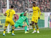 Borussia Dortmund und insbesondere Manuel Akanji (rechts) erleben in Freiburg einen schwarzen Nachmittag (Bild: KEYSTONE/EPA/ARMANDO BABANI)