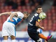 Danijel Subotic köpfelt hier zum 2:0 für GC gegen Wil ein. Wils Lindrit Kamberi kann nicht eingreifen (Bild: KEYSTONE/CHRISTIAN MERZ)