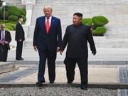 Ende Juni trafen sich US-Präsident Trump und der nordkoreanische Machthaber Kim in der entmilitarisierten Zone zwischen Nord- und Südkorea. Dabei einigten sie sich auf eine Fortsetzung der Gespräche auf Arbeitsebene. (Bild: KEYSTONE/AP/SUSAN WALSH)