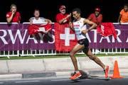 Tadesse Abraham am Marathon in Doha. (Bild: KEYSTONE/Jean-Christophe Bott, 6. Oktober 2019)