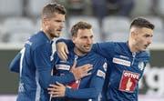 FCL-Stürmer Francesco Margiotta (Mitte) feiert seinen Treffer zum 1:0 mit Pascal Schürpf (links) und Stefan Knezevic. (Bild: Peter Schneider/Keystone, Thun, 5. Oktober 2019)