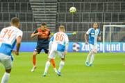 Für gewöhnlich zeigt sich Eris Abedini (in blau-orange) als zuverlässiger Rückhalt im Mittelfeld, doch gegen die Hoppers blieb auch er blass. (Bild: Gianluca Lombardi)