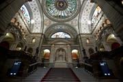 Blick ins Parlamentsgebäude: Wer darf in der kommenden Legislatur diese Treppe hochschreiten und dann in den Ständeratssaal abbiegen? (Bild: Chris Iseli)