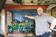 Die Uhr der Kirche Linsenbühl ist saniert. Neu läuft sie wieder mechanisch, mit elektrischer Unterstützung.