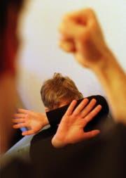 Unter Alkoholeinfluss wird der Mann gewalttätig. In einer solchen Situation schlug er zu. (Bild: Trix Niederau)