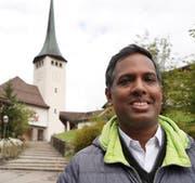 Father Sijoy Mathew freut sich darüber, ab diesem Monat vorübergehend die Pfarrei Spiringen betreuen zu dürfen. (Bild: Franz Imholz)