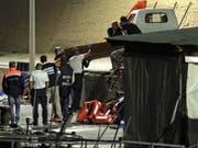 Mehrere Bootsflüchtlinge, die vor der Küste Lampedusas im Meer ertranken, wurden am Montag von den Behörden tot geborgen. Etliche weitere werden noch vermisst. (Bild: KEYSTONE/EPA ANSA/PASQUALE CLAUDIO MONTANA LAMPO)