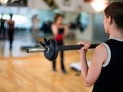 Ostschweizer Migros-Fitnessstudios kommen unter Zürcher Obhut. (Bild: KEYSTONE/GAETAN BALLY)