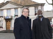 Können laut Gerichtsbeschluss ins Amt zurück: die Stadträte von Vevey, Jérôme Christen und Michel Agnant. (Bild: Keystone/LAURENT GILLIERON)