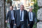 Polizeikommandant Adi Achermann und der ehemalige Kripo-Chef Daniel Bussmann (links und Mitte). (Bild: Pius Amrein, Luzern, 23. August 2018)